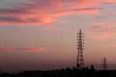 夕空に鉄塔