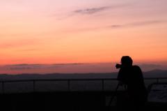 夕陽を撮るひと