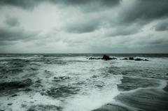 色のない海