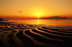 夕日に染まる御輿来の海岸
