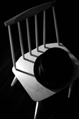 椅子と帽子