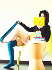 月曜日の午後 本を読む女