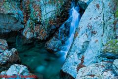 払沢の滝の下流の川