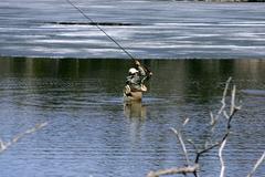 流氷と釣り人