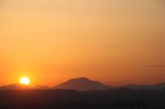 沈む大きい太陽