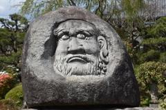 鳳台院のダルマ石