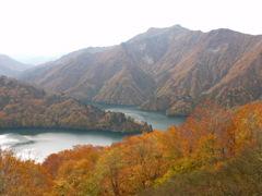 秋の田子倉湖1