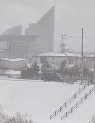 吹雪の川岸
