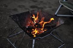 冬のキャンプといえばたき火