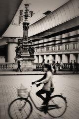 自転車 日本橋を疾走