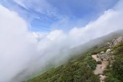 噴き上がる雲