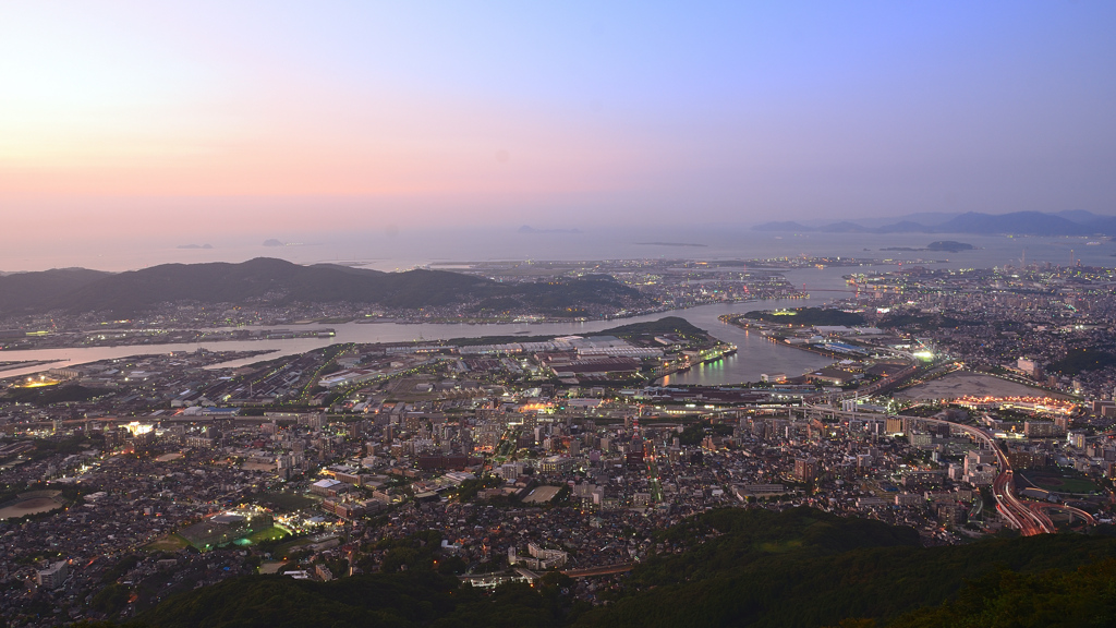 皿倉山2019 9月-2 夕陽を浴びる洞海湾