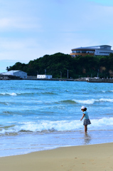 岩屋海岸2020 6月-2 少女と海