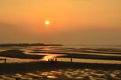 真玉海岸2020 2月-1 夕陽とグループ