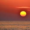 櫻井二見が浦2021 4月 夕陽と航路標識