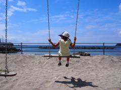 砂浜のブランコ