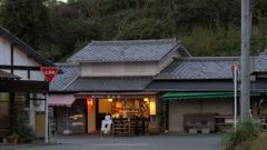 夕暮れの門前茶屋