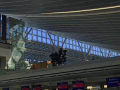 羽田空港第3ターミナル出発ロビー  in the twilight