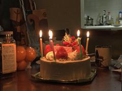 ケーキに蝋燭は日本だけ