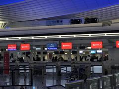 夜の羽田空港国際線ターミナルカウンター