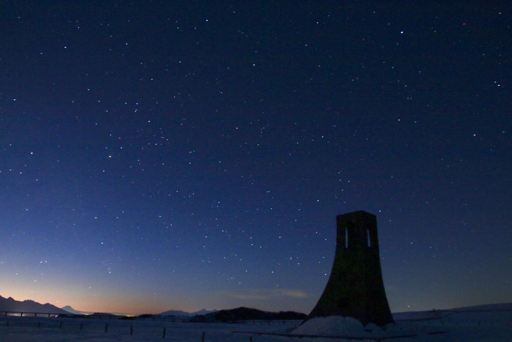 夜明けの美しの塔