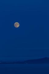 祝津パノラマ展望台での月の出