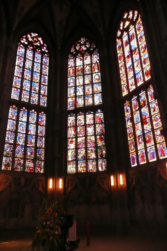 ベルン大聖堂の見事なステンドグラス