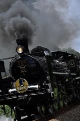 黒光りする機関車