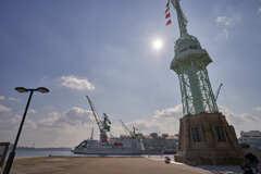 川崎重工と旧神戸港信号所です。
