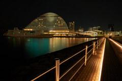 夜の神戸港。