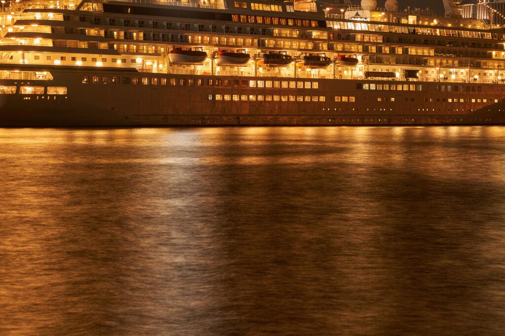 黄金の船。