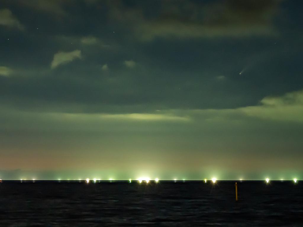 漁火と彗星