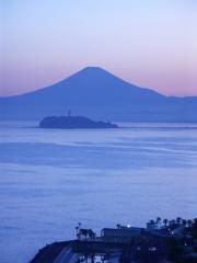 富士と湘南の海