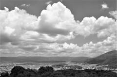 京の空 流れる雲は ゆっくりと