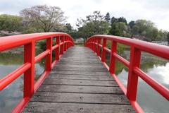 この橋渡れば