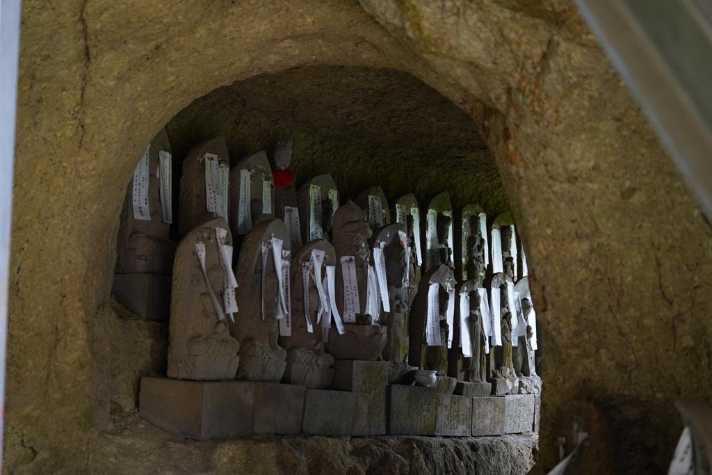 洞窟の地蔵