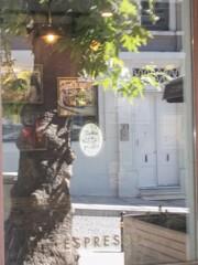 カフェの窓のレフレクション~☆