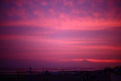 鵠沼海岸の夕焼けと富士