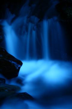 滝のように 流れる涼風