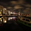 揺れる船と雲 横浜夜景