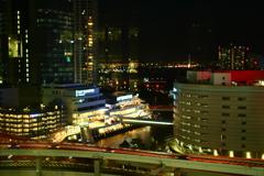 横浜駅からベイブリッジを