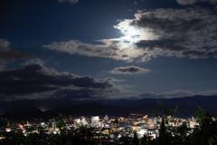 名月と見る夜景