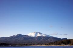 快晴の空に冠雪の浅間山 #2