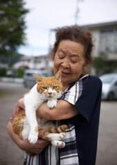 ネコとおばあちゃん