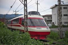 長野電鉄の特急  信州中野駅付近にて (1)