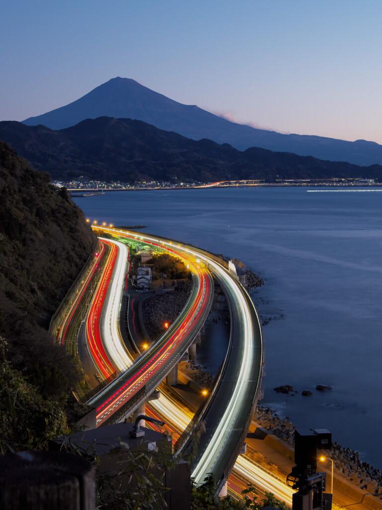 薩埵峠より富士山とレーザービーム