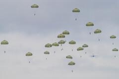 第一空挺団降下