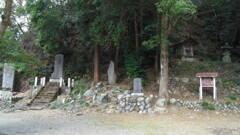 2013/03/20_梅園神社の石碑群と境内社