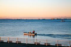 二つの航跡 浦安から見る東京湾
