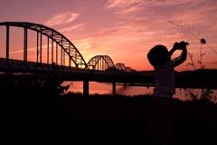 夕焼けの水管橋